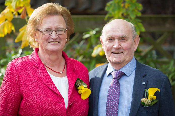 Toon van den Bosch (78) en Ans van den Bosch-Scheutjens (73) uit Helvoirt zijn 50 jaar getrouwd.