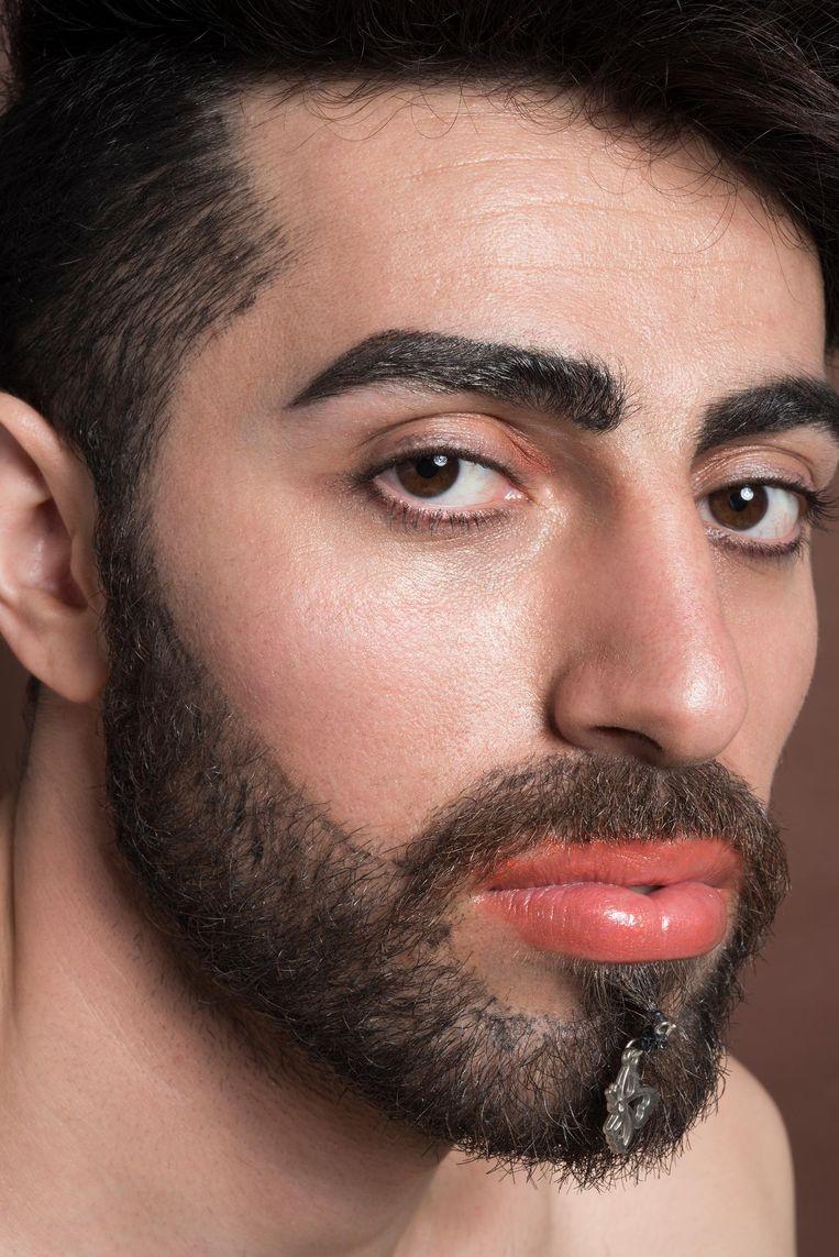 Saro Tomi: 'Als ik hier op straat of tijdens het uitgaan make-up draag of geverfde haren heb, is er niemand die daar iets van zegt' Beeld Imke Panhuijzen