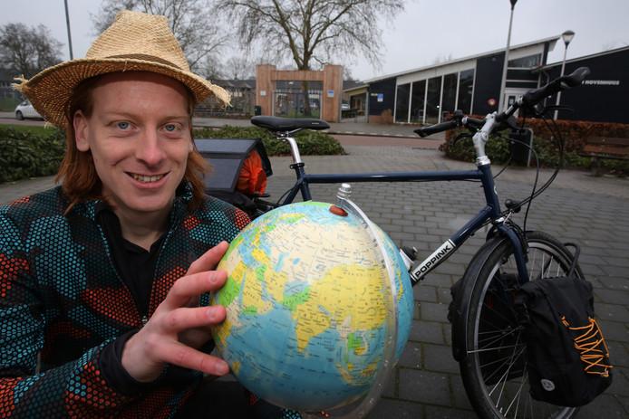 Bas Idsinga gaat de wereld rondfietsen.