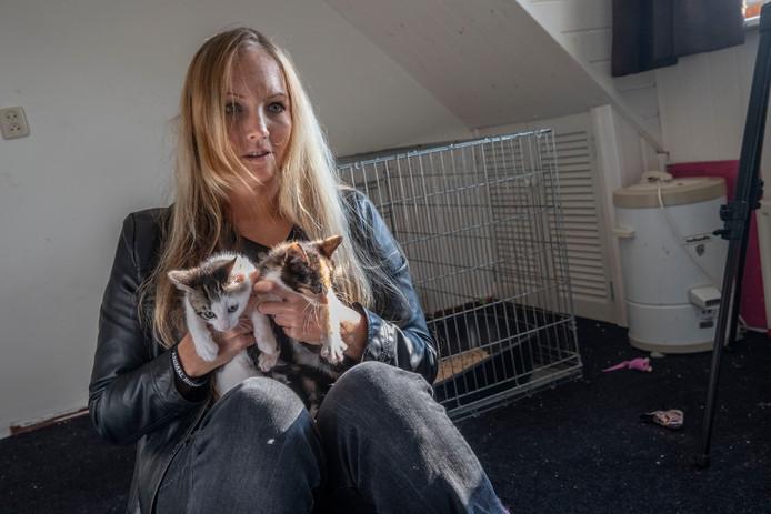 Olga Schouten van de stichting Straatkat met kittens in Geldrop