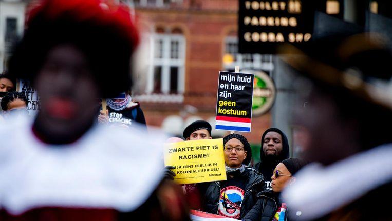 Tegenstanders van Zwarte Piet Beeld anp