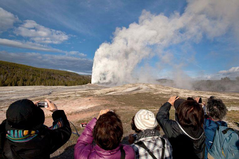 Illustratiefoto: uitbarsting van de Old Faithful-geiser.