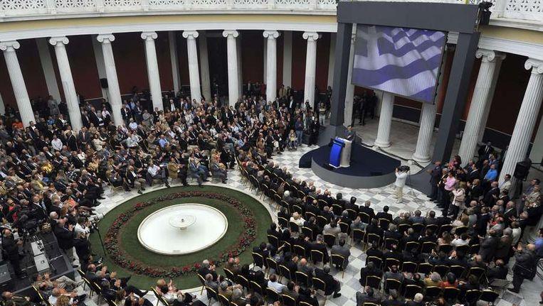 Antonis Samaras van de conservatieve partij Nieuwe Democratie presenteert vandaag in Athene zijn verkiezingsprogramma. Beeld afp