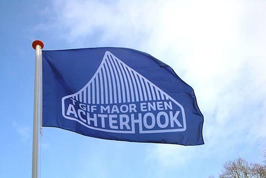 De vlag van de Achterhoek naar ontwerp van Magda Kleinhout.