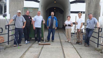 """Vrijwilligers maken Fort Liezele klaar: """"Deze zomer alle dagen open"""""""