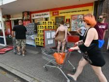 Supermarkten: klanten zijn blind geworden voor coronaposters