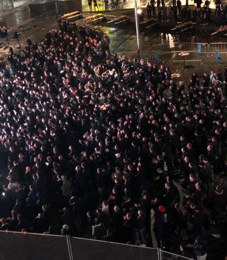 Weterings telt slechts 500 man op fanplein Tilburg, maar foto's laten anders zien