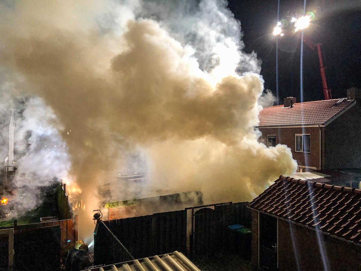 Enorme rookontwikkeling bij de brand in Dieren.
