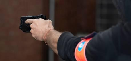 """Il menace des policiers avec une barre de fer, les agents   répliquent avec un taser: """"Une première"""""""