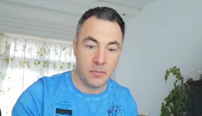 Hans Jansen uit Zwolle doet mee aan de Beste Zangers YouTube-aflevering.