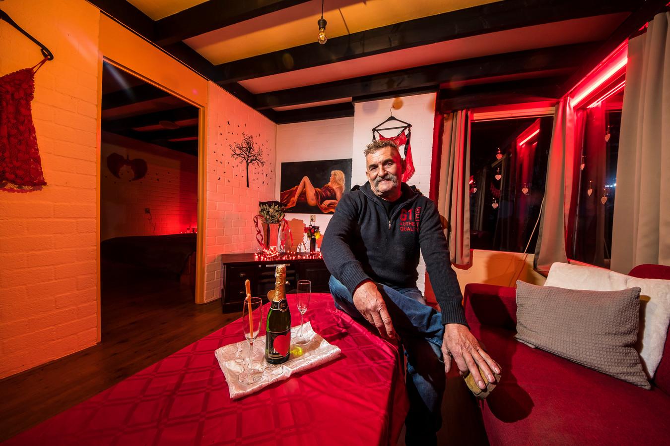 Jos Wolthuis uit Saasveld transformeerde een vakantiehuisje in Reutum in een plek voor 'erotische recreatie', uit boosheid omdat hij niet langer Poolse arbeiders in het huisje mocht laten wonen.