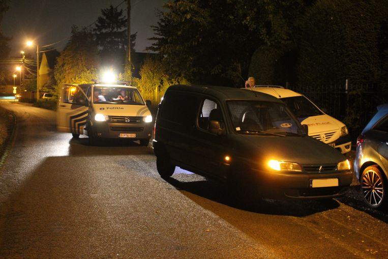 De politie kon een verdachte wagen klem rijden op de Hazendansweg.