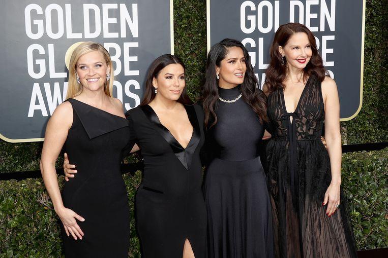 Reese Witherspoon, Eva Longoria, Salma Hayek en Ashley Judd arriveren allemaal in het zwart bij de Golden Globes.