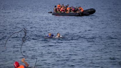 Migranten zwemmen terug naar Turkije
