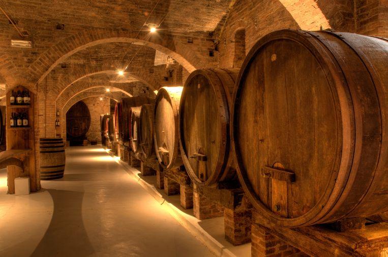 Vroeger waren eikenhouten vaten simpelweg dé manier om dranken op te slaan en te transporteren. Geen enkele brouwer hield zich bezig met de vraag hoe houtsoort en rijpingsduur de smaak konden verbeteren. Maar de tijden zijn veranderd. We drinken onze wijn uit flessen of zakken, en vinden een eikgelagerde wijn maar wát authentiek klinken. Maar is dat wel zo?