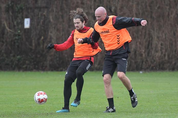 Maël Corboz (l) en Elmo Lieftink vormen ook zondag ook het hart van de ploeg bij GA Eagles.