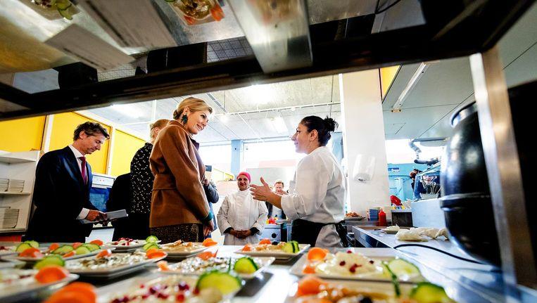 Koningin Maxima ging vorig jaar op bezoek bij the Refugee Company in de Bijlmerbajes. Beeld anp