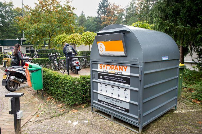Elke week zitten de afvalbakken voor gescheiden inzameling bij Beekhuizen tjokvol.  Beeld Koen Verheijden