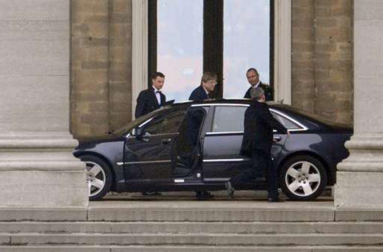 Guy Verhofstadt komt aan op het kasteel van Laken