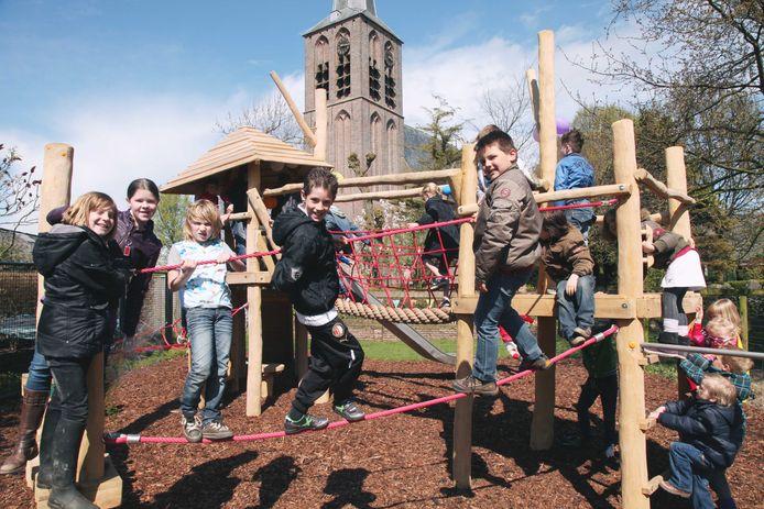 De speeltuin in Ravenswaaij, hier in 2013. Speeltuinen zijn heel belangrijk voor de leefbaarheid, ook in coronatijden