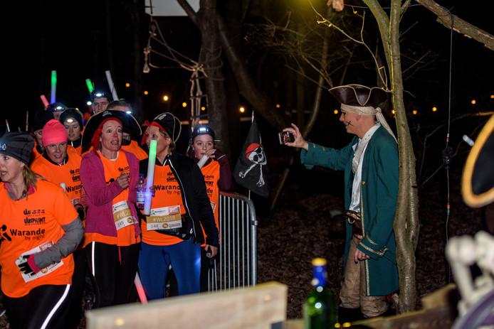 De Warandeloop ging vrijdagavond traditioneel van start met Warande By Night. Een funloop met als thema piraten.