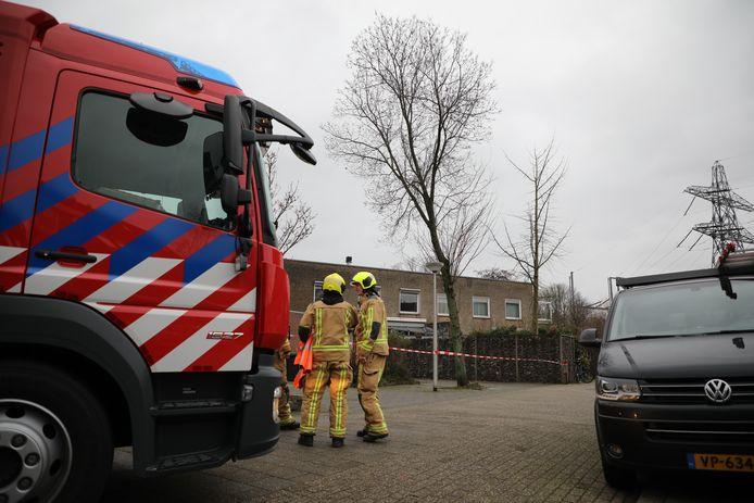 Boom dreigt op huis te vallen Otterstraat Delft storm stormschade Dennis