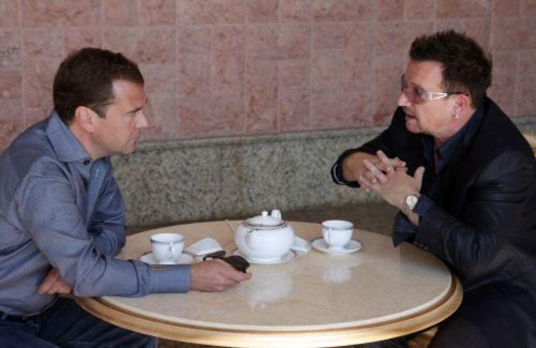 Bono bracht dinsdag een bezoek aan president Medvedev als onderdeel van zijn campagne. ANP Beeld