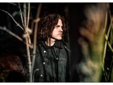 Popmuziek met de kracht van de stilte: Jasper Steverlinck geeft concert in Helmond
