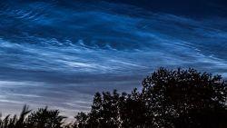 Lichtende nachtwolken zorgen voor sprookjesachtige hemel in Vlaanderen