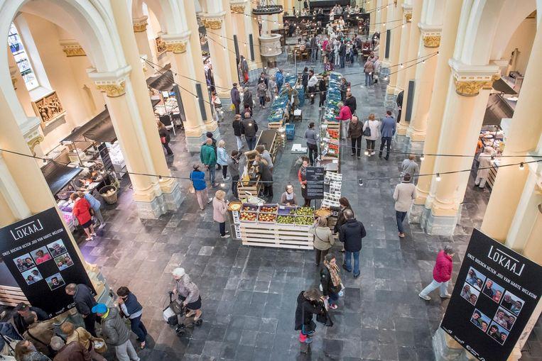 De boerenmarkt Lokaal zal de komende drie jaar elke vrijdag plaatsvinden in de Sint-Amandskerk.