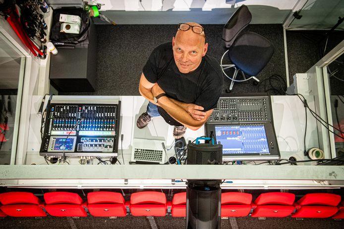 Theatertechnicus Bas Molenveld: ,,Het komt erop neer dat de helft van alle voorstellingen wordt verplaatst en de andere helft geannuleerd is.''