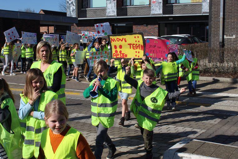 De kinderen kwamen kleurrijk de straten van Belzele op.
