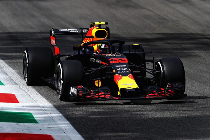 Max Verstappen op het circuit van Monza.