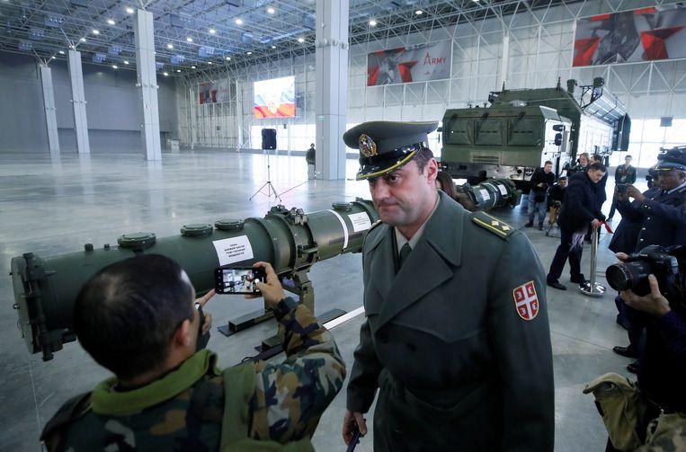 Russische militairen bij een  SSC-8, een raket die met een kernkop kan worden uitgerust. De raket zou in staat zijn om West-Europa te bereiken.   Foto uit januari 2019.