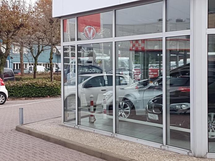 FIOD inval bij garagbedrijf Easy Driving in Apeldoorn