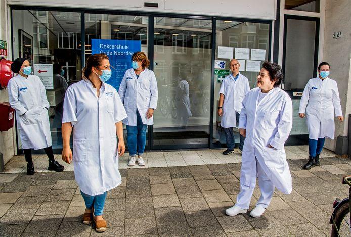 Het Doktershuis Oude Noorden roept mensen op zich aan de coronaregels te houden.