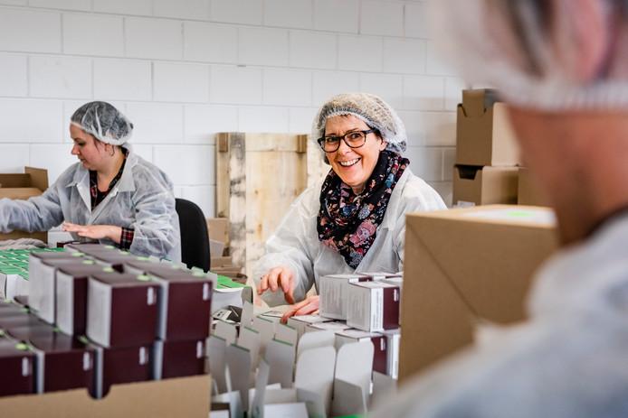 Medewerker Birgit van Chain Logistics, het bedrijf dat vandaag begint met open hiring.