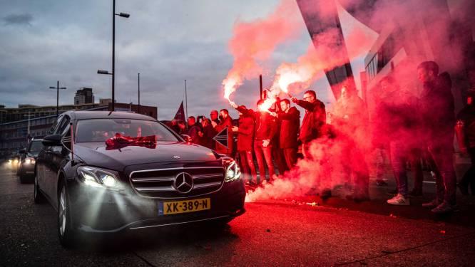 PSV-supporters brengen massaal laatste eerbetoon aan geliefde oud-voorzitter Harry van Raaij