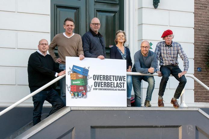 Eric van Kaathoven, Jeroen Kolkman, Rob Schieper, Willemien Seinhorst, Maarten Hermsen en Dick Arentsen (vlnr) willen de komend jaar vertrekkende burgemeester Toon van Asseldonk opvolgen.