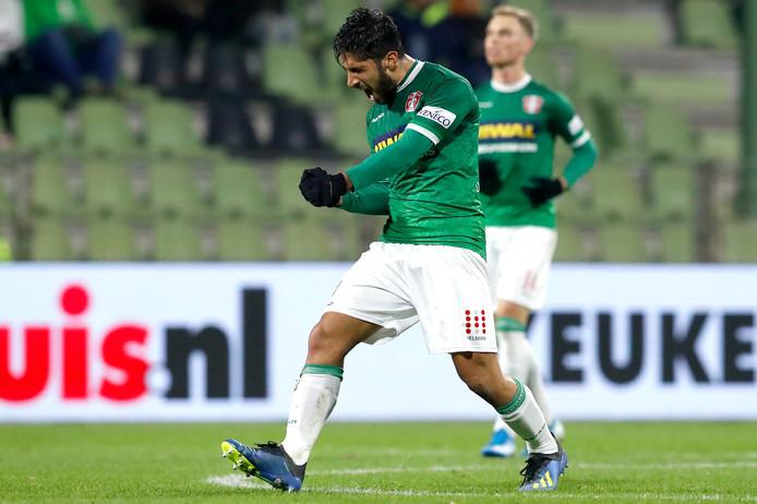 Fabian de Abreu viert het doelpunt van FC Dordrecht.