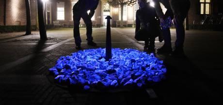 Een tijdelijk holocaustmonument aan de voeten van vrouwe Elisabeth in Culemborg