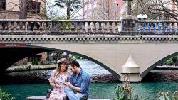 Fotograaf kiekt per ongeluk huwelijksaanzoek en vraagt nu hulp om koppel te vinden