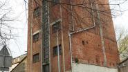 Brokstukken vallen van toren Ankerhof