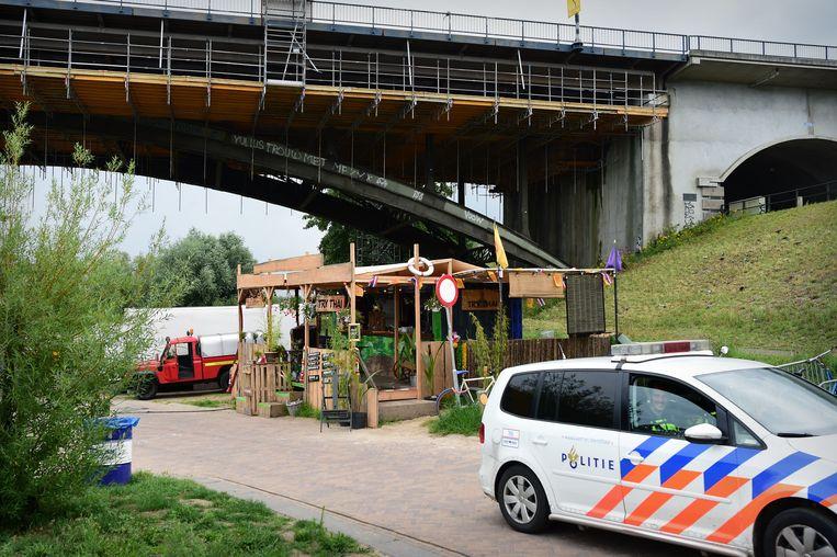 De Nijmeegse burgemeester Hubert Bruls: 'Toen in de beginperiode bleek dat waarschuwen onvoldoende was, zijn we strenger geworden en boetes gaan uitdelen.' Beeld Marcel van den Bergh