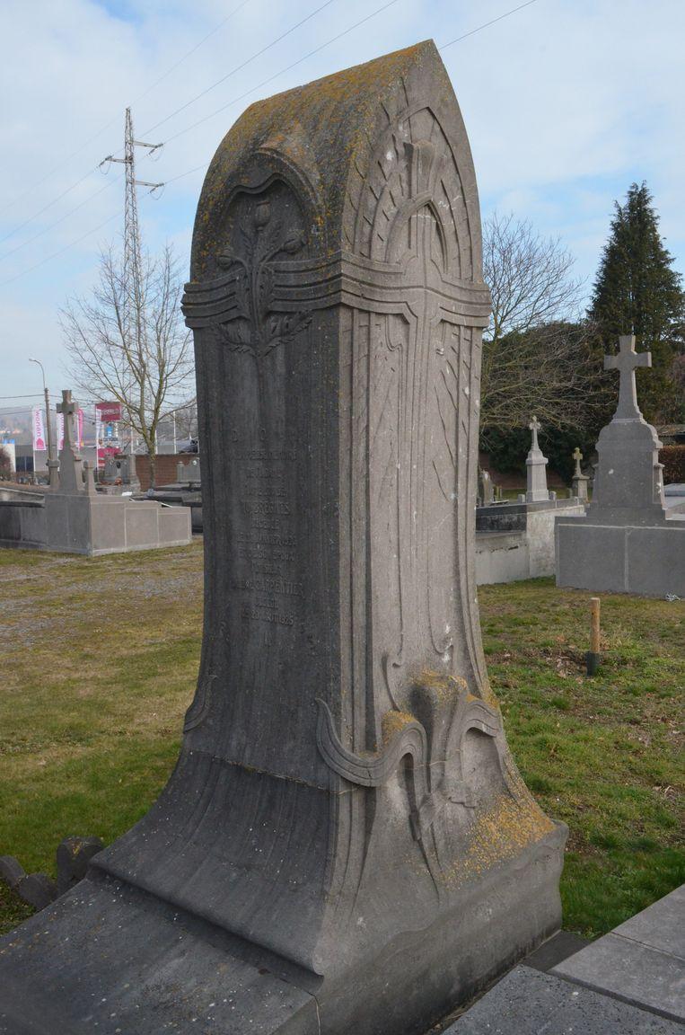 Het grafteken van Carpentier-Huybrechts op het kerkhof in Ronse is definitief beschermd als monument.