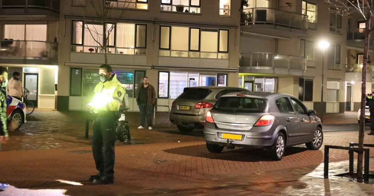 Maaltijdbezorger op scooter verwondt been bij botsing met auto in Veenendaal.
