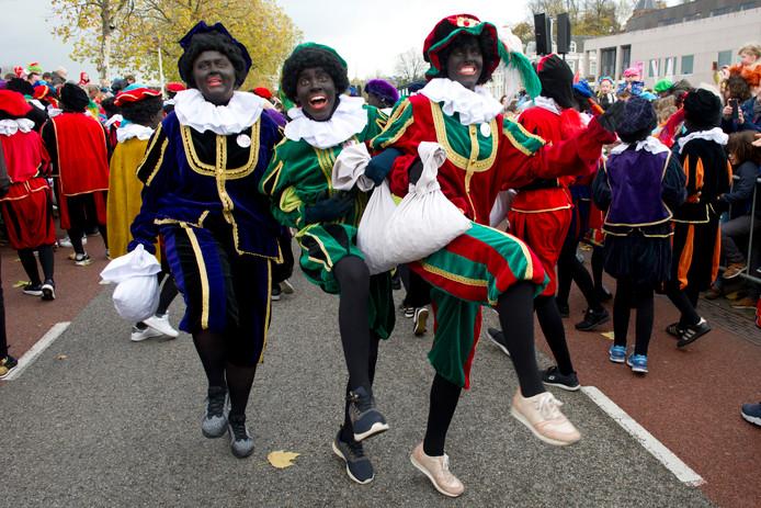 PR dgfoto Gelderlander Nijmegen: Intocht Sinterklaas 2017 Waalkade. TAGS: FEEST, VOLKSFEEST, TRADITIE, CULTUUR, PIET, ZWARTE PIET