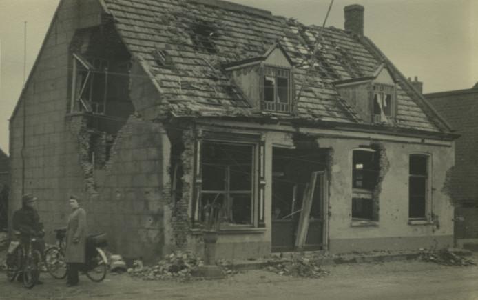 Sommige woningen in Hoogerheide raakten tijdens de gevechten daar zwaar beschadigd.