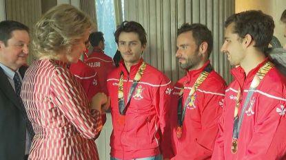 Filip en Mathilde ontvangen Red Lions in Laken en feliciteren hen uitgebreid