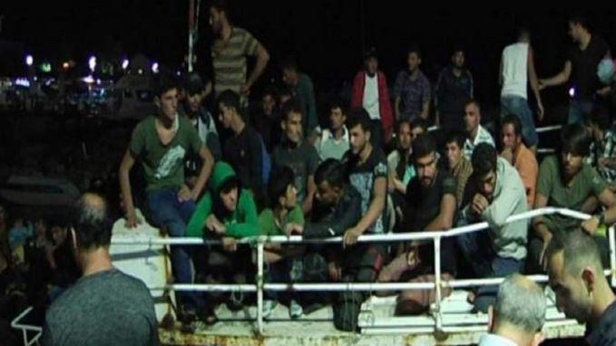 Driehonderd Syrische vluchtelingen gered voor kust van Cyprus